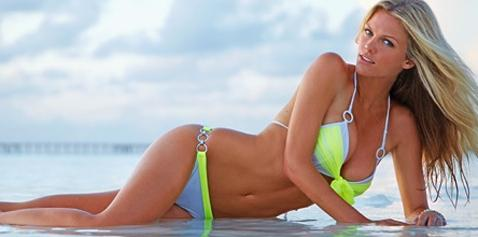 Hottie Brooklyn Decker in Bikini