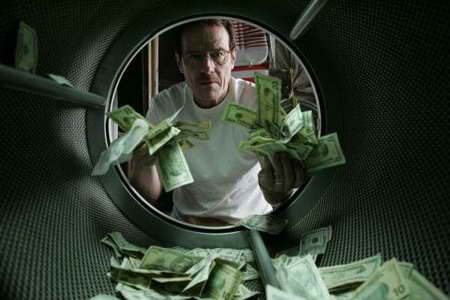 Bryan-Cranston-in-Breaking-Bad-laundering-money
